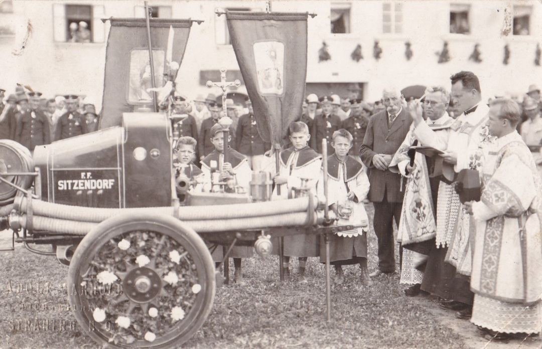 Foto FF-Fahrzeug-Weihe 1930-er Jahre Sitzdf.
